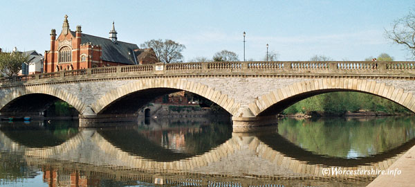 Evesham Bridge view
